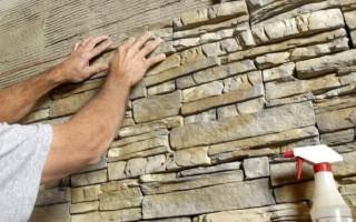 Как эффективно клеить декоративный камень