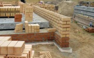 При строительстве дачи можно использовать один из двух видов фундамента