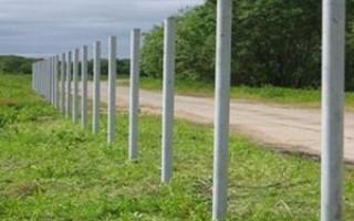 Приоритеты выбора столбов для забора из сетки рабицы