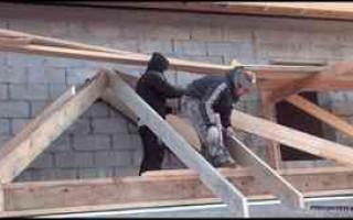 Трехскатная крыша гаража пристроенного к дому