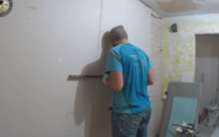 Можно ли приклеить гипсокартон на стены монтажным клеем или лучше использовать специальный клей ГКЛ: варианты, методы поклейки, рекомендации и требования