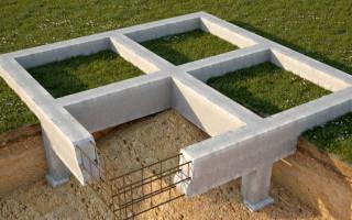 При строительстве сельского дома можно использовать один из двух типов фундамента